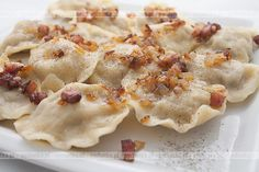 Pierogi Z Watrobka Polish Recipes, Polish Food, Delicious Dinner Recipes, Dumplings, Baking Recipes, Good Food, Food And Drink, Favorite Recipes, Cooking