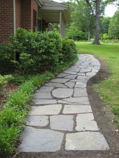 garden paths 7 Classic DIY Garden Walkway Projects With Tutorials! Including, from young house love, find out how to lay a slate walkway. Slate Walkway, Front Yard Walkway, Flagstone Pathway, Backyard Walkway, Front Yard Landscaping, Walkway Ideas, Landscaping Ideas, Path Ideas, Stone Landscaping