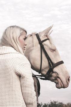www.lacavalieremasquee.com / Liziczai Réka: White horse
