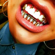 Image de gold, grill, and grillz Daith Piercing, Piercings, Piercing Smiley, Piercing Tattoo, Fille Grillz, Girls With Grills, Luxury Tumblr, Diamond Grillz, Grills Teeth