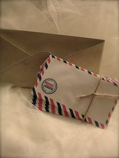 20 Vintage air mail envelopes, vintage par avion envelopes. $6.00, via Etsy.