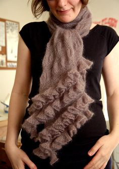 How cute it this scarf? I love how feminine it is.