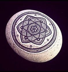 #stone #rock #madalas #yoga #zen #decoración #regalo #galery #ny #black #white #piedras #buda #budismo #colection #energy #powerstone