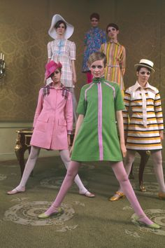 What Fashion Week Looked Like the Year You Were Born 1967 Twiggy The post What Fashion Week Looked Like the Year You Were Born appeared first on Mizan. 60s And 70s Fashion, Retro Fashion, Vintage Fashion, Fashion Line, Fashion Pants, Fashion Fashion, Fashion Dresses, Color Fashion, Female Fashion
