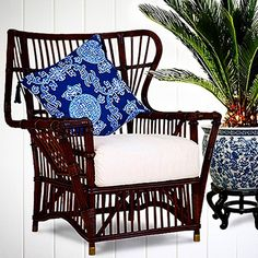 This BUNGALOW WING CHAIR is a design classic thats striking to view from every angle #stuartmemberyfurniture #rattanfurniture #mahjongpillow #shoponline #shipworldwide ✈️📦 #goodbyemrbond #RIP 😢😇@stuartmemberyhome