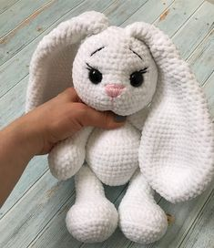 No hay descripción de la foto disponible. Crochet Amigurumi, Crochet Toys, Knitted Stuffed Animals, Sketch Painting, Crochet Ideas, Handmade Toys, Plush, Teddy Bear, Crochet Dolls
