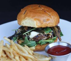 Ménage a Trois Burger | Mushrooms On The Menu | Mushrooms at Foodservice