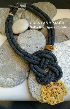 Gargantilla nudo... con colgante de piedra y cerámica #cuentasymaña #handmade #madewithlove #knotjewelry #necklace #collares #boho #bohostyle #knot