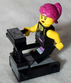 NEW-LEGO-TREADMILL-and-FEMALE-MINIFIG-workout-equipment-minifigure-girl-figure