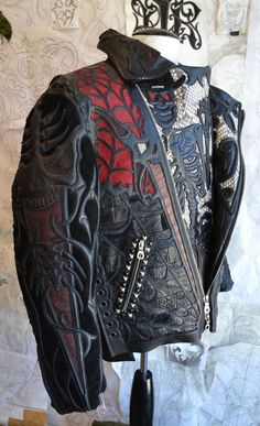 A custom Leather jacket by Logan Riese Took over an hour to make. Men's Leather Jacket, Biker Leather, Leather Men, Leather Tooling, Leather Bags, Leather Jewelry, New Foto, Leather Fashion, Mens Fashion