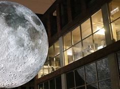 luke-jerram-museum-of-the-moon-designboom-02