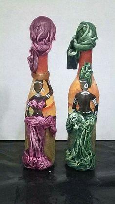 Resultado de imagen para how to fabric decoupage wine bottle Glass Bottle Crafts, Wine Bottle Art, Painted Wine Bottles, Diy Bottle, Bottles And Jars, Bottle Lamps, Africa Art, Altered Bottles, Bottle Painting