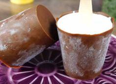 Házi jégkrém csokoládébevonattal, forma nélkül! Soha nem gondoltam, hogy ez ilyen egyszerű! Moscow Mule Mugs, Caramel Apples, Ice Cream, Pudding, Tableware, Vegetable Carving, No Churn Ice Cream, Dinnerware, Icecream Craft