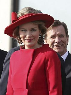Queen Mathilde of Belgium April 1, 2014 in Fabienne Delvigne #millinery #judithm #hats A crownless hat for spring.