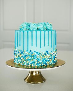 Absolutely in love with this all blue cake for a sweet little guys first birthda. - - Celebration cakes for women, Party organization ideas, Party plannig business Blue Birthday Cakes, Birthday Cupcakes, Wedding Cupcakes, Birthday Cake For Guys, Birthday Ideas, Birthday Cake Decorating, Cookie Decorating, Decorating Ideas, Birthday Decorations