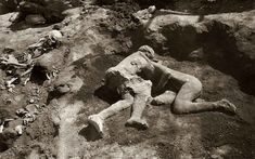 Embracing figures at Pompeii 'could ...