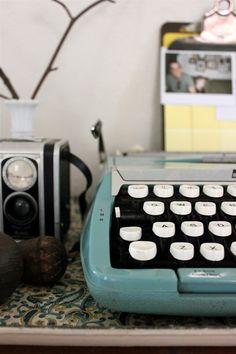 Vintage Typewriter by alejandra