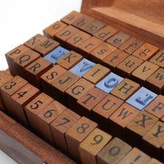 Set de 70 piezas de madera con todas las letras y números del alfabeto para sellar cartas - Estilo Vintage Sello: Amazon.es: Juguetes y juegos