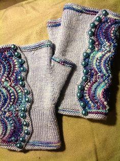 Ravelry: Project Gallery for Spatterdash Wristwarmers pattern by Dagmar Mora handschuhe fingerlos Crochet Gloves Pattern, Crochet Mittens, Knit Crochet, Lace Knitting, Knitting Patterns, Fingerless Gloves Knitted, Wrist Warmers, Knit Fashion, Free Pattern