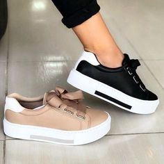 It's important to choose the correct women's sneakers when using them for different activities. Read more to learn how to choose the right women's sneakers. Pretty Shoes, Beautiful Shoes, Cute Shoes, Me Too Shoes, Beautiful Beautiful, Moda Sneakers, Cute Sneakers, Shoes Sneakers, Sneakers Fashion