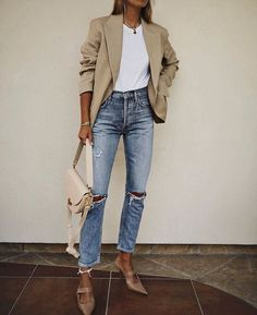 jeans outfits for work Mode - Mode frauen - Mode sommer - Mode inspirationen jeans outfits for work Outfit Jeans, Jeans Outfit For Work, Summer Work Outfits, Fall Outfits, Blazer Outfits, Blazer Jeans, Zara Outfit, Jeans Heels, Beige Blazer