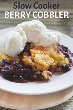 Easy Slow Cooker Berry Cobbler – Thrifty and Thriving - Crockpotrecipes. Crockpot Dessert Recipes, Crock Pot Desserts, Slow Cooker Desserts, Slow Cooker Recipes, Cooking Recipes, Crockpot Meals, Vegan Recipes, Healthy Crock Pots, Mixed Berry Cobbler