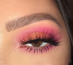 Course Online Makeup with Certificate! Ensure your place now by clicking on the image Pink Eyeshadow Certificate clicking Ensure image makeup Maquiagem online Place Makeup Eye Looks, Eye Makeup Art, Pretty Makeup, Makeup Inspo, Eyeshadow Makeup, Makeup Tips, Fairy Makeup, Mermaid Makeup, Crazy Makeup