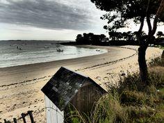 cabine et plage à Kervoyal Surfboard, Photos, Brittany, Cabin, Beach, Pictures, Photographs, Surfboard Table, Skateboarding