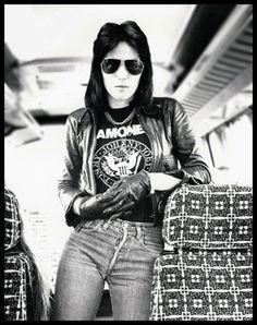 Joan Jett on Her Favorite Jeans: The Rock 'n' Roll Rebel's Denim Style Joan Jett, Punk Rock, Bad Reputation, Divas, Women Of Rock, Scarlett, We Will Rock You, Rockn Roll, Ramones