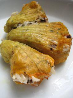 Almost Turkish Recipes: Vegetarian Stuffed Zucchini Flowers (Zeytinyağlı Kabak Çiçeği Dolması)