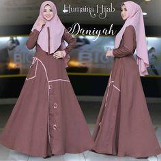 Daniyah by Humaira Hijab Turkish Style, Turkish Fashion, Dressy Dresses, Hijab Outfit, Frocks, Kurti, Designer Dresses, Fashion Dresses, Outfits