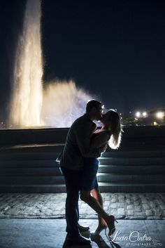 Engagement couple silhouette by a fountain  © Lucia Cintra Photography Pittsburgh Weddings