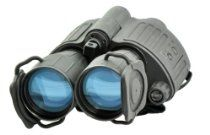 With appearance, size and weight very similar to regular day binoculars, the Armasight Dark Strider Gen night vision binoculars offer superb night vision performance in a familiar form factor. Binocular night vision is better for sustained viewing peri Bushcraft, Casas Trailer, Night Vision Monocular, Night Sights, Thermal Imaging, Striders, Military Gear, Survival Gear, Survival Skills