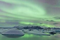 Nordlichter in Finnland auf dem Eis bewundern? Januar ist die beste Zeit!