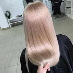 Wella Illumina 10/36+9/43+8/05 equal parts with 5g of 10/96 with 1.9% for 20 minutes