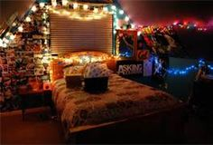 I really like the way the lights are set up. I think I could be peaceful in that room.