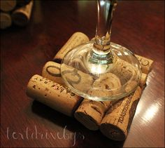 Great house warming gift, or excuse to drink some wine. Cute Crafts, Crafts To Do, Diy Crafts, Wine Craft, Wine Cork Crafts, Wine Cork Coasters, Wine Cork Projects, Tapas, Crafty Craft