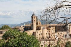 Veduta sulla città di Urbino.. Image from globemy.com