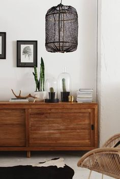 I'm in need of some inspiration. So we are looking at how to style a credenza. Grouping decorative objects at just the right height. Adding a stack of books and a lamp.