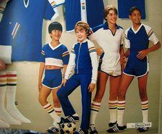 School Gym Sport Fashion, Boy Fashion, Retro Fashion, Vintage Fashion, Cute Boy Hairstyles, Sport Outfits, Cool Outfits, Gym And Tonic, Boys Wearing Skirts