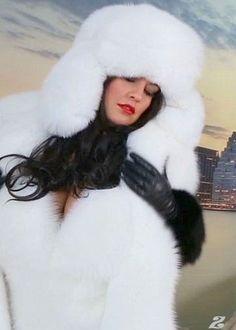 Hard Working Women, Stunning Brunette, Queen Photos, Fur Clothing, Fox Fur Coat, White Fur, Fur Fashion, Collar And Cuff, Fur Hats