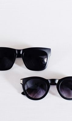 Cheap Ray Ban Sunglasses Sale, Ray Ban Outlet Online Store : - Lens Types Frame Types Collections Shop By Model Cool Glasses, Eye Glasses, Summer Sunglasses, Kinds Of Clothes, Girls With Glasses, Wearing Black, Women's Accessories, Casual Outfits, Sunnies