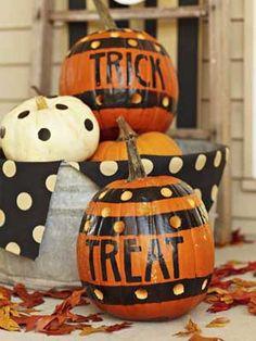 calabazas para halloween con letras y lunares