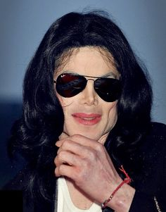 Michael Jackson in Ray Ban Aviator Sunglasses Ray Ban Aviator, Discount Sunglasses, Sunglasses Women, Celebrity Sunglasses, Gold Sunglasses, Sunglasses Online, Mtv, Lunette Ray Ban, Ray Bans