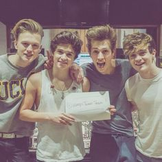 If you haven't listened to the Vamps. Give them a chance. They are really incredibly talented musicians! Bradley Simpson, Evan And Connor, Meet The Vamps, Somebody To You, Artsy Background, Will Simpson, New Hope Club, British Boys, 1d And 5sos