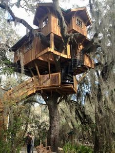 Could you live in this house? Beautiful Tree Houses, Cool Tree Houses, Tree House Designs, Tiny House Design, Cubby Houses, Play Houses, Woodland House, Gazebo, Pergola