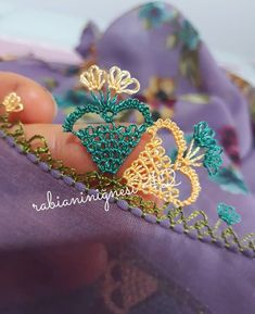 Lace Making, Ribbon Embroidery, Needlework, Diy And Crafts, Crochet, Model, How To Make, Jewelry, Herbs
