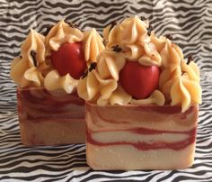 Luxurious Cold Process Soap - Apple Pie Cider...this is the perfect combo of hot apple pie with a splash (ok several splashes) of delicious apple cider. Each bar comes with a red soap apple, whole cloves, and a dash of cinnamon on top.