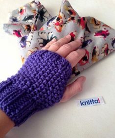 mittens and flowers for 2014 spring Knitted Gloves, Fingerless Gloves, Arm Warmers, Mittens, Mani, Knit Crochet, Knitting, Handmade, Design