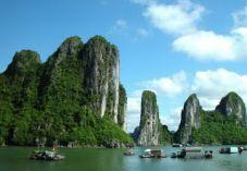Un #VoyageVietnam comprend diverses régions comme destinations de voyage du Nord Vietnam qui comprennent la capitale, Hanoï, et le site du patrimoine mondial de l'UNESCO à Ha Long Bay.